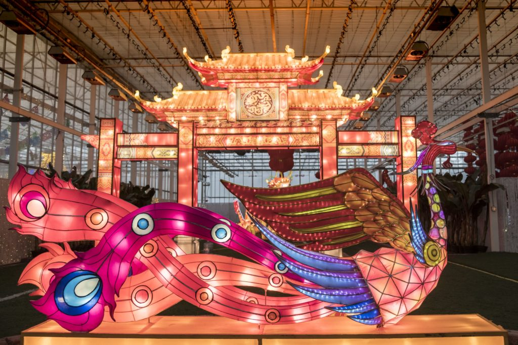 Chinese dragon and palace light sculptures.