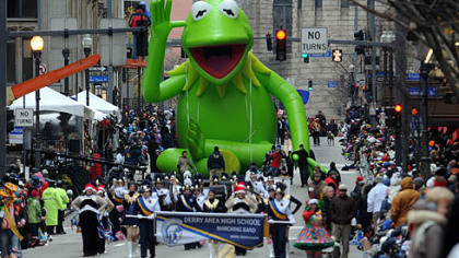 Some of the crowds at Pittsburgh's Santa Claus Parade. Source :  http://1234christmas.com/wpxi-holiday-parade-pittsburgh-live-november/9051/